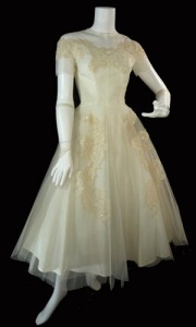 FORMAL-F3054-01q-vintage-priscilla-of-boston-wedding-gown