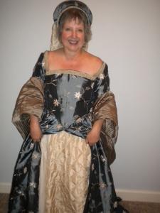 queens' dress 3