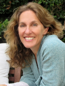 Laura Nicole Diamond headshot 2015-4-25